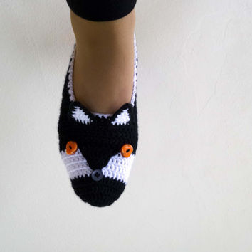 Black fox slippers, crochet fox slippers, womens home shoes, animal slippers, crochet slippers, mens slippers, mothers day gift