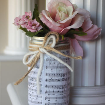 Music Sheet Centerpiece, Vintage Wedding, Romantic Wedding Centerpiece, Mason Jar Centerpieces, Rustic Wedding Decor, Music Sheet Jar, Gift