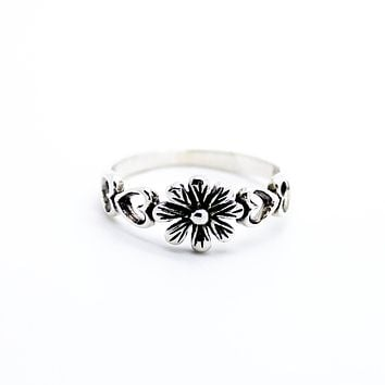 Daisy Heart sterling silver ring