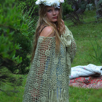 Stevie Nicks vintage large crochet lace poncho shawl / fringed floral wrap / dreamy soft avocado green / hippie beach coverup