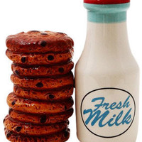 Fresh Milk and Cookies Shaker Set | Salt and Pepper Shakers | RetroPlanet.com