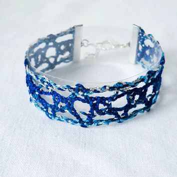 bracelet, handmade bobbin lace out of bead yarn, blue and silver, silver fastener, laurinke no 1025