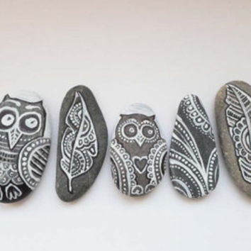 Pebble Art Hand painted Stones, Owls Feathers Drawing Stones, Paisley Zentangle Pebble Art, Hand Painted Sea stones, Christmas Art gift
