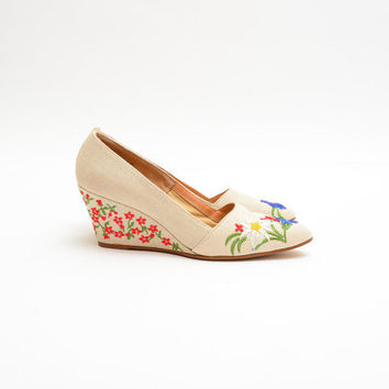 70s Colorful Floral Embroidered Wedges - 1970s DeLISO Linen Slip On Heels - Spring Summer Woven Shoes - US 8 // EURO 38