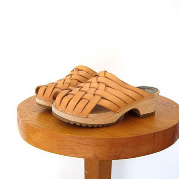 Vintage woven leather clogs. Lofsko Swedish clogs. Wooden slip ons. Chunky leather mules. minimalist modern shoes. 38