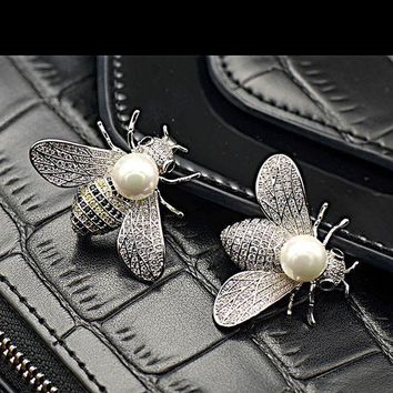 VONE5GW Shell pearl lovely bees micro inlaid zircon insect brooch
