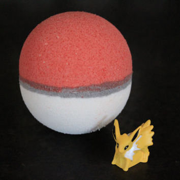 Fizzing Pokeball Bath Bomb with a Pokemon inside!