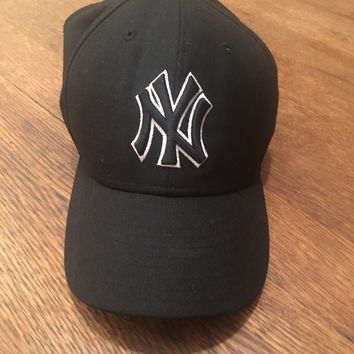 New Era NEW YORK YANKEES NY Black White Cap MLB Baseball Fitted Hat Size 7 1/4