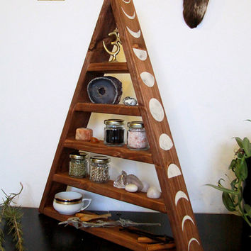 pyramide shelf, triangle, herbs, kitchen, chrystal display, witch, pagan, witchy, wicca, stones, storage, glas, glasses, moon zyclus