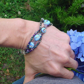 Bee Bracelet blue bracelet seed beaded bracelet by BrandonArtists