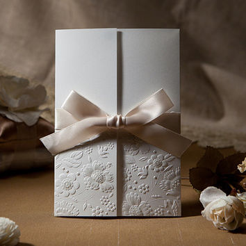 free envelop and free seal 50pcs/set Vintage Embossed Tri-fold Wedding Invitation With Ribbon Bow