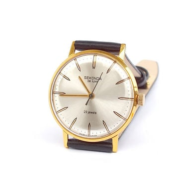 Ultra slim mechanical mens watch Sekonda de Luxe 23 jewels. Vintage mens dress watch 80s. Gold plated unisex watch.