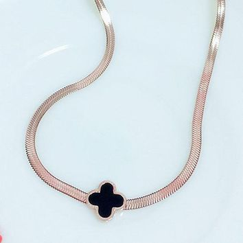 Cartier fashion temperament shell four-leaf grass rose gold flat chain clavicle chain for women