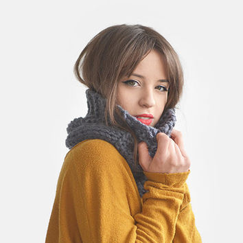 Chunky Grey Cable Knit Cowl, Hand Knit Warm Infinity Scarf,  Soft Merino Wool Neck Warmer, Unisex Circle Scarf / Hand Knitted