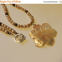 CIJ SALE Classic Mother of Pearl Flower  Necklace V4614