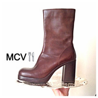 New 8 1/2 US Vintage 90s brown leather platform chunky heel boots / never worn / round toe  / zip up / arizona jean co /