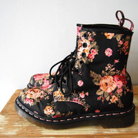 Doctor Doctor - Dr. Martens Floral Canvas Pattern LAce Up Boots Sz 7 womens