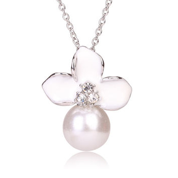 Tribal Collection Pearl White and White Flower Silver Necklace