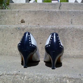 VIntage 1980's Navy and White Leather Heels Liz Claiborne Secretary Oxford Pumps Womens Shoe Size 8