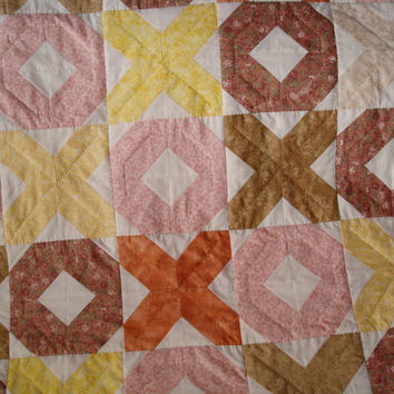 Handmade handquilted baby quilt Hugs and Kisses design