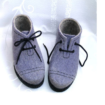 Outdoor felted shoes with PU-soles.Felted wool shoes in grey lilac.Organic eco fashion women shoes. Woolen shoes.