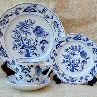 Blue Onion Four Piece Place Setting // Blue Danube Dinner four piece setting // Vintage table ware