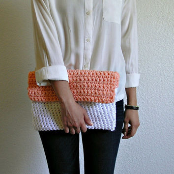 The Colmar Clutch Peach & White