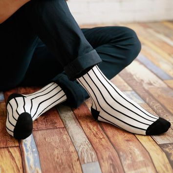 2016 New fashion man cotton Black white stripes houndstooth socks absorb sweat Man Socks EUR39-44