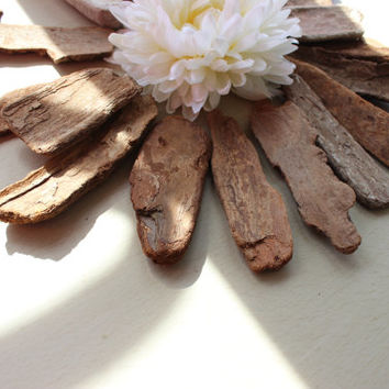 DIY Rustic Wedding Place cards , Wedding Favors Driftwood Bark Pieces  , Beach  Wedding Decoration