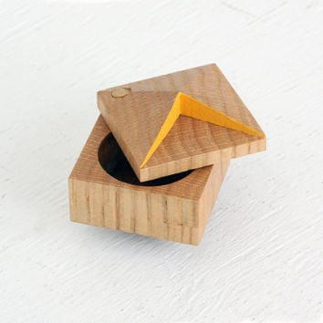Pixie faceted ring box made from reclaimed wood by OhDierLiving