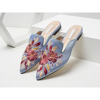 Stylish new versatile mueller slippers with embroidered pointy toes and slouchy heels