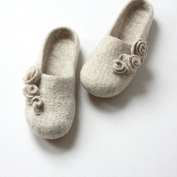 Women slippers - felted wool slippers from natural beige wool with roses - Wedding gift  - made to order