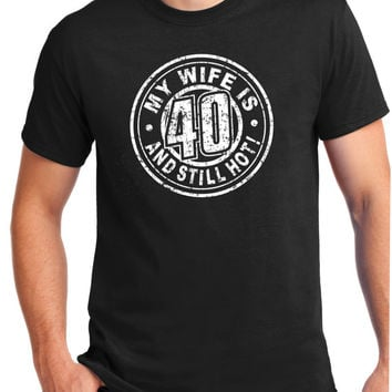 Hot Wife - Turning 40 - 40 Years Old  40th birthday gift 1975 Shirt -wife is still hot  Tee - T-Shirt - Gift for Him - Funny  gift ,she's 40