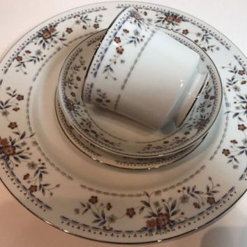 Claremont Wade Sone Fine Porcelain China 4 Pc. Place Setting Gray Rust Flowers