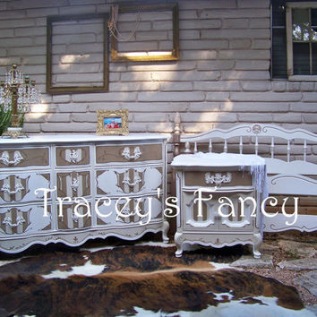 Vintage French Provincial Bedroom Set/Robin by TraceysFancy