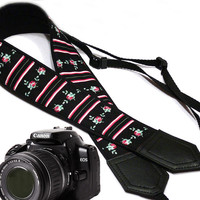 Flowers Camera strap.  Roses camera strap.  DSLR Camera Strap. Camera accessories.  Nikon camera strap. Small roses.