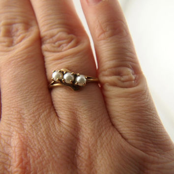 3 Stone Pearl Ring - 10k Gold - Vintage