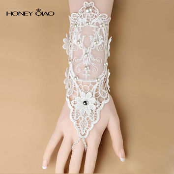 Cheap Vintage Bohemian Bridal Gloves Lace Wrist Length Wedding Gloves Party Gloves Beaded Lace Sheer Ring Finger