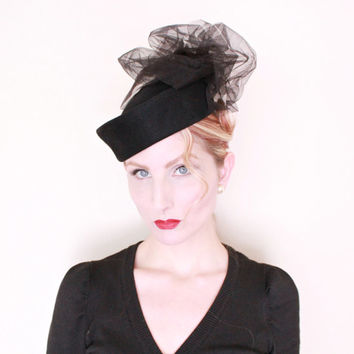 1940s Hat / VINTAGE / 40s Hat / Tilt Hat / Black / Tulle / Sculpted / CUTE