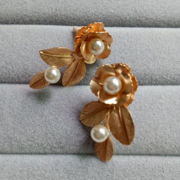 European and American Style Retro Gold Imitation Pearl leaves baroque Drop earrings Long Flower ear Jewelry earrings.