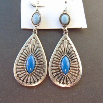Beautiful Vintage Silver tone and Turquoise Pierced Dangle Tear Drop Earrings