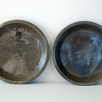 Pair of Vintage Pie Tins Bake King and by BoldSparrowVintage
