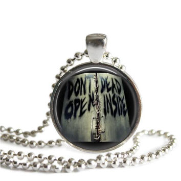 The Walking Dead Necklace Don't Open Dead Inside