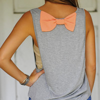 Sitting Pretty Bow Top: Grey/Peach | Hope's