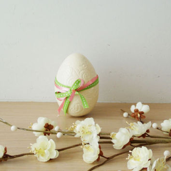 Ivory Easter egg, ceramic Easter egg in ivory, solid earthenware, life size egg with scalloped surface, rustic Easter egg decorations