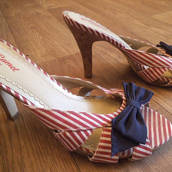 Vintage Red White stripe With Navy Bow Pumps Heels  Size 8 1/2  woman's Summer Nautical SNAZZY
