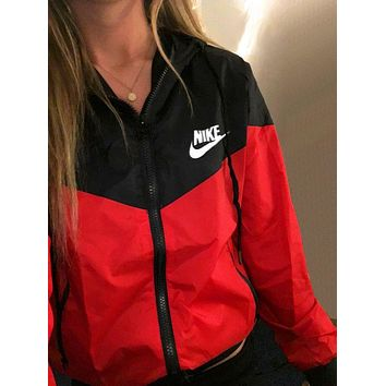 Nike Women Rrd/Black Hooded Windbreaker Jacket One-nice™