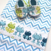 Baby Newborn Gift Set - Flannel Burp Cloth and Baby Shoes - Blue and Green Frogs - Baby Shower Gift - Baby Booties - Newborn Baby Shoes