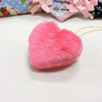 Le cocone Big Heart Fake Fur Necklace
