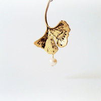 Ginkgo Leaf Necklace, Gold Ginkgo Necklace, Ginkgo Leaf Pendant, Gold Leaf, Nature Jewelry, Leaf Necklace, Pearl Necklace